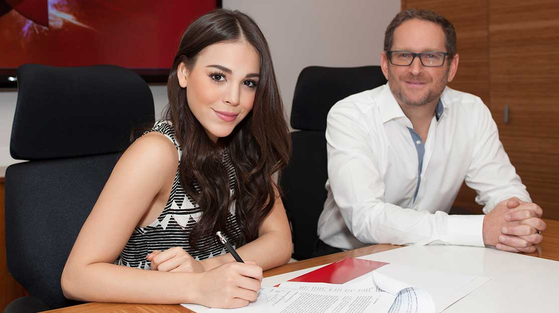 Telemundo taps Mexican superstar: Paola returns to TV