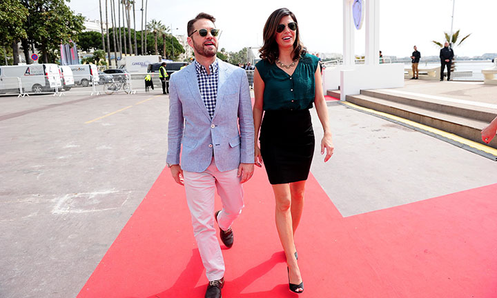 Private Eyes' Jason Priestley and Cindy Sampson strut their stuff in Cannes